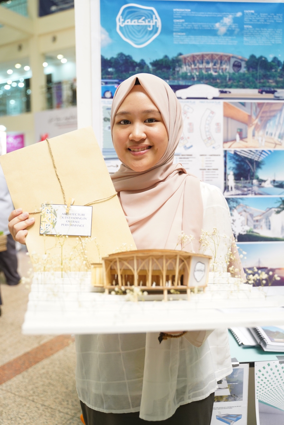 Dayangku Wafa Wahidah binti Pengiran Zuaini receives an award for the Outstanding Overall Performance for Architecture Design